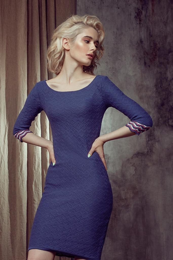 платье из хлопка вязаное с горловиной - лодочкой