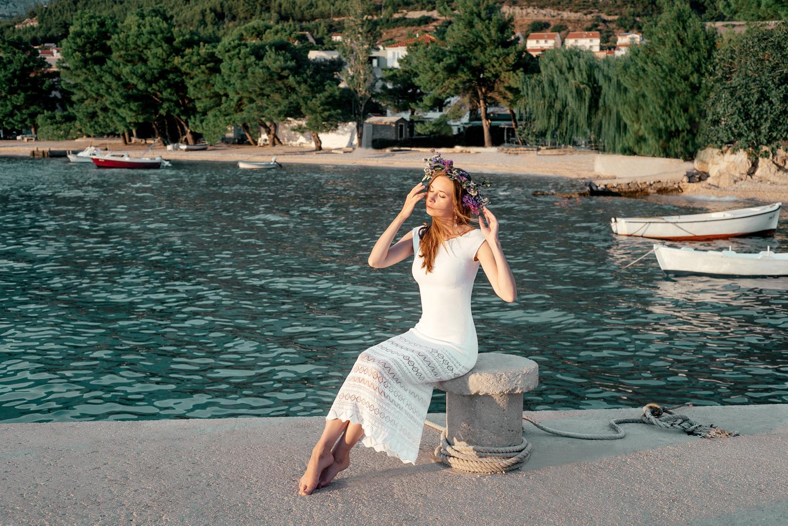 свадебное платье с декольте на спине летнее белое платье